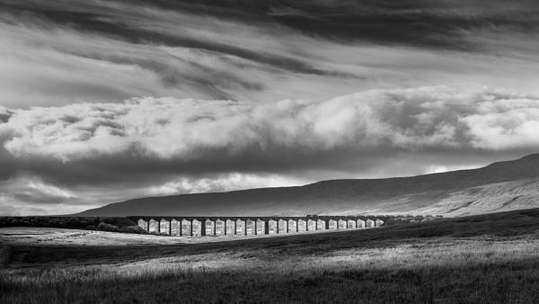 Ribblehead Viaduct by barrywebb