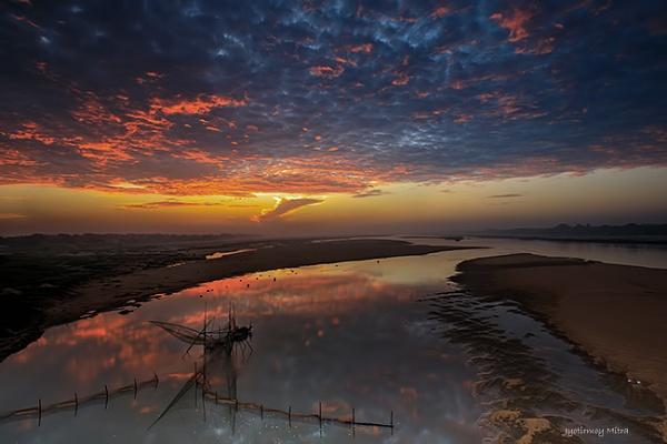 Fishing Net - River Damodar, Burdwan, India by jyotirmoy