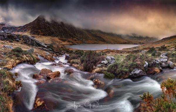 Afon Lloer / Moon River - Dyffryn Ogwen by Tynnwrlluniau