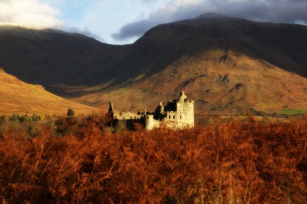 Kilchurn in Autumn by Irishkate