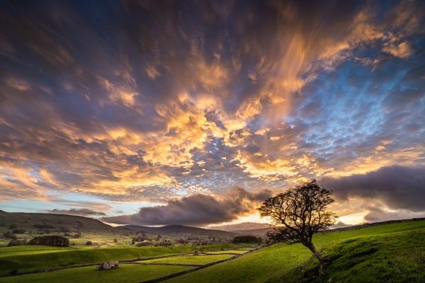 Wensleydale Cloudscape by barrywebb