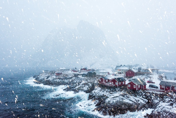 It snows in Norway by Daffy1