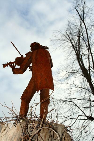 Iron Violinist by manicam