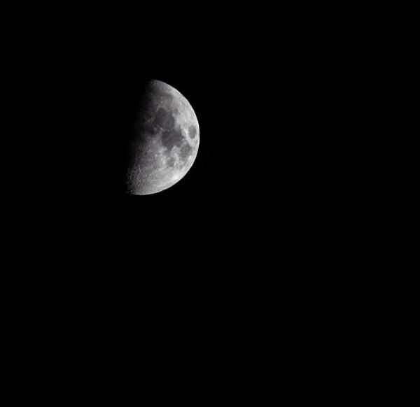 moon by maratsuikka