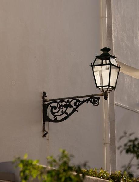 Sun lighting a street lamp by HarrietH