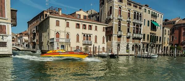 Venetian Emergency by vivdy