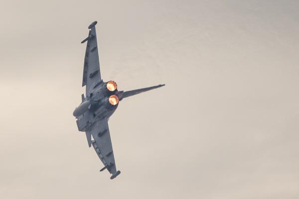 Eurofighter Typhoon turning and burning by WorldInFocus