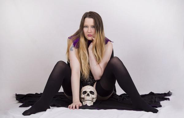 Girl with skull by shishidog