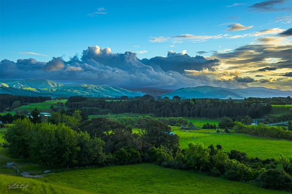 Evening view from Old West Rd, Palmerston North by paulknight