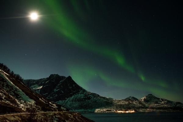 Full moon aurora by Sophieblack