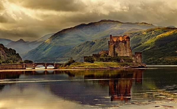 Eilean Donan by stokesy