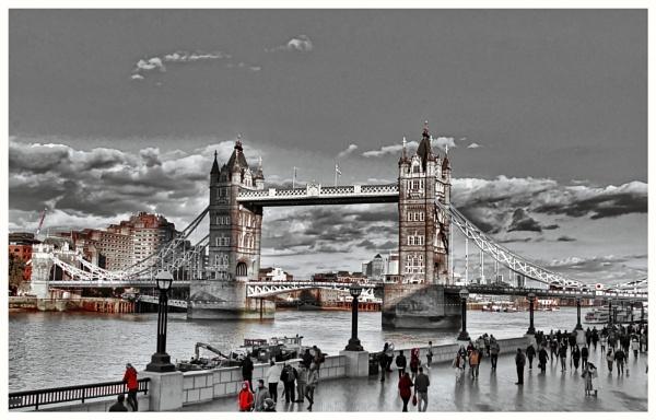 Tower Bridge by pjsjen