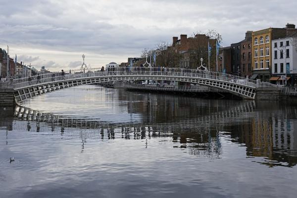 The Halfpenny bridge in Dublin by peterellison