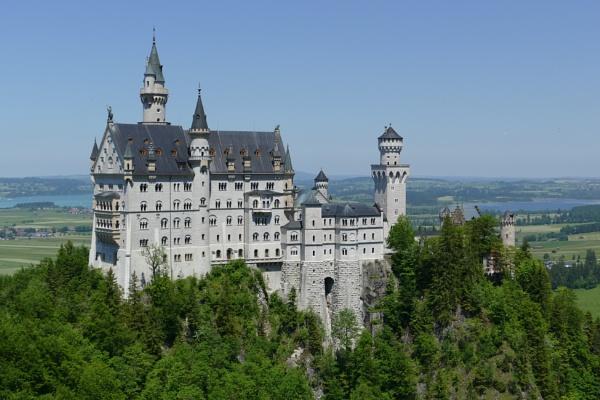 Neuschwanstein Castle by lebkuchen