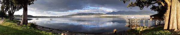 Lake Te Anau, New Zealand by Scutter