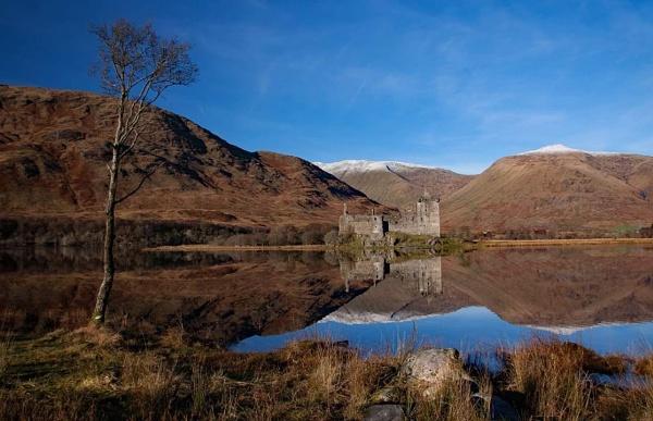 Kilchurn Castle by stokesy