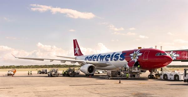 Havana Airport by banehawi