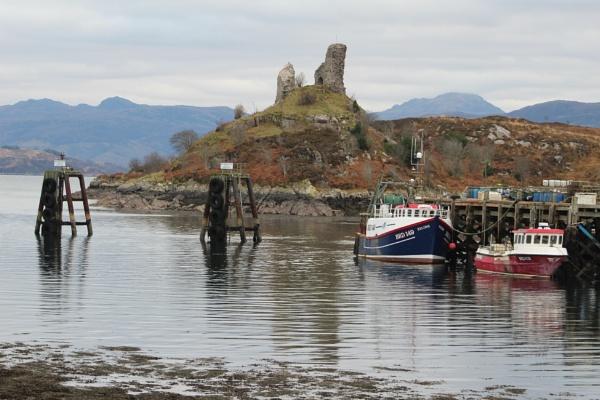 View across Kyleakin harbour by topcatj