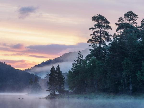 Loch Beinn a\' Mheadhoin, Glen Affric by iainmacd