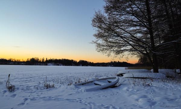 Early winter morning . by kuvailija