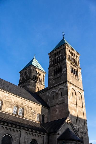 Church in the city by rninov