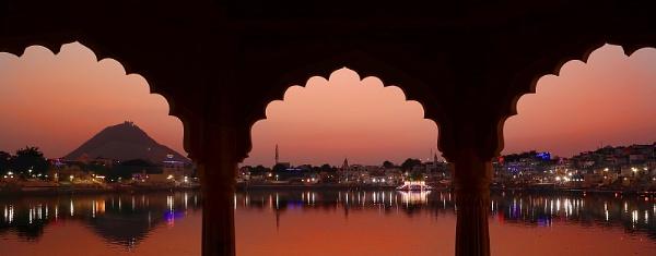 Romantic Interlude in Pushkar by sawsengee