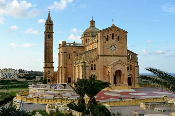 Ta\' Pinu Basilica by budapestbill