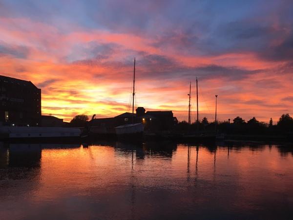 Sun setting over Gloucester Docks by purplejellyfish500