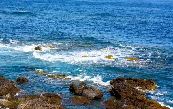 Waves/Rocks by ddolfelin
