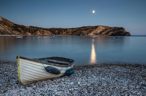 Moonlit Lulworth Cove by Les_Cornwell