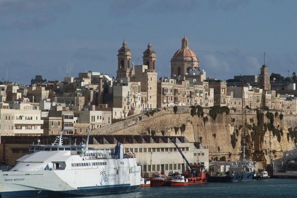 Port of Valletta, Malta by MentorRon