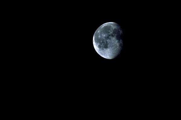moon by illiboy