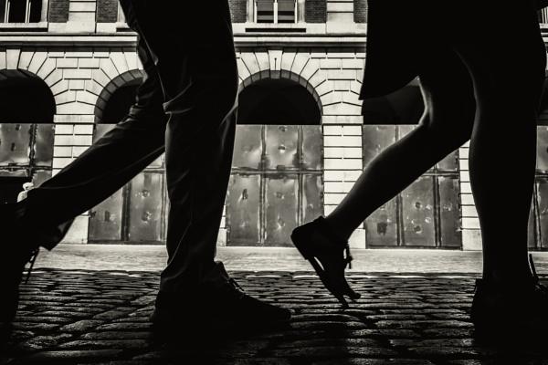 synchronized walking by mogobiker
