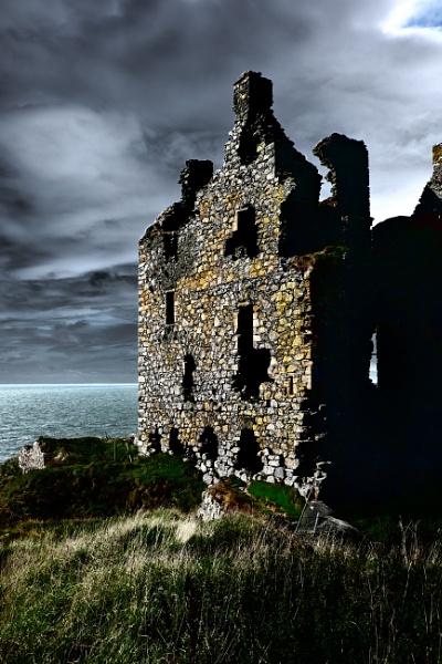 Scottish ruin by BiffoClick
