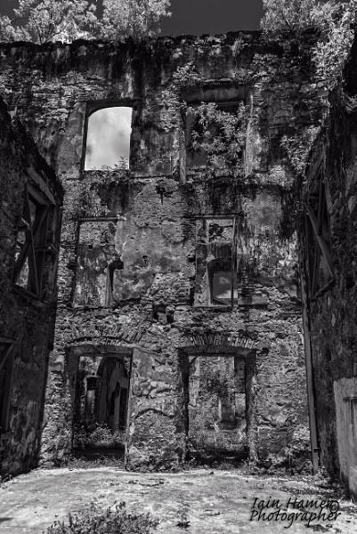 Ruin in Panama City by IainHamer