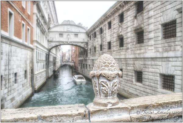 On Ponte della Paglia by TrevBatWCC