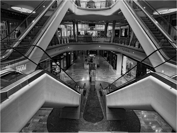 Escalator by dven