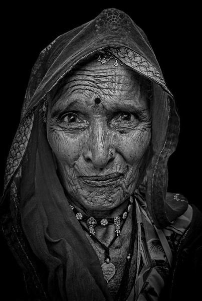 """Rajasthani \""""gypsy\"""" woman by sawsengee"""