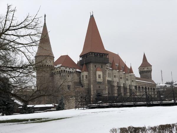 Transylvanian Castle by grayguy