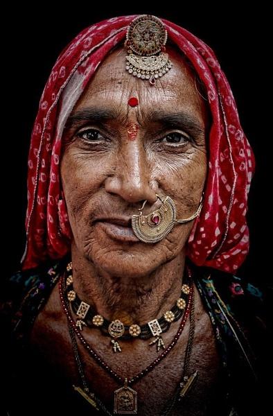 Rajasthani tribal woman by sawsengee