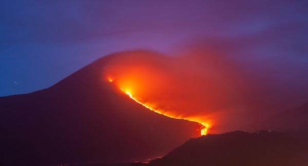 Etna Glow by rontear
