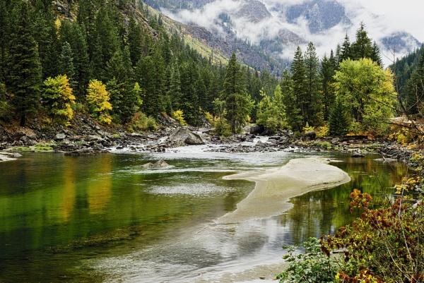 Wenatchee River by dwnoll