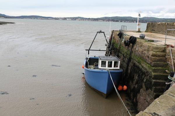Blue boat by gunner44