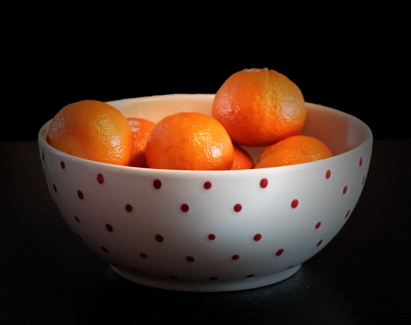 Oranges in a Red-spotted Bowl by taggart