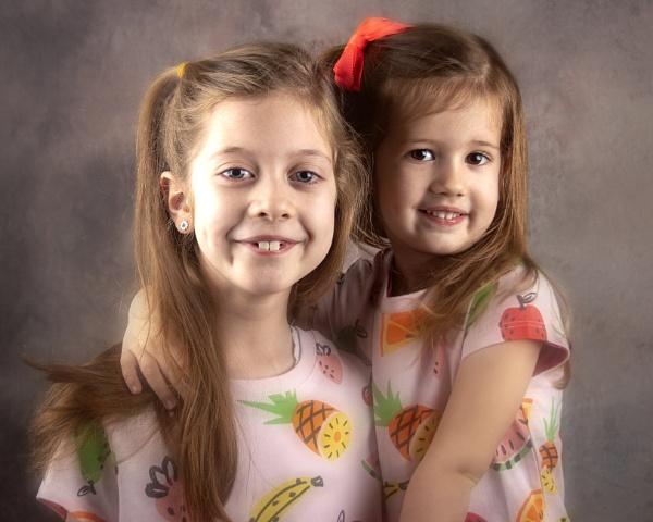 Sisters by r0nn1e