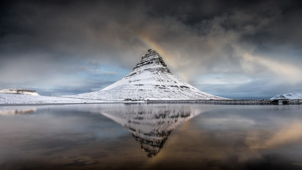 Kirkjufell in the snow by Pete2453