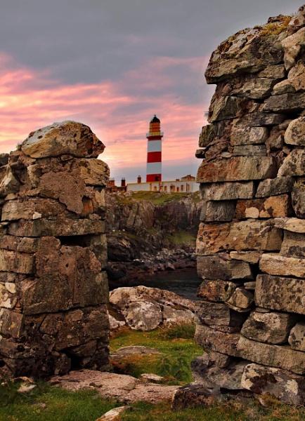 Scalpay Lighthouse by stokesy