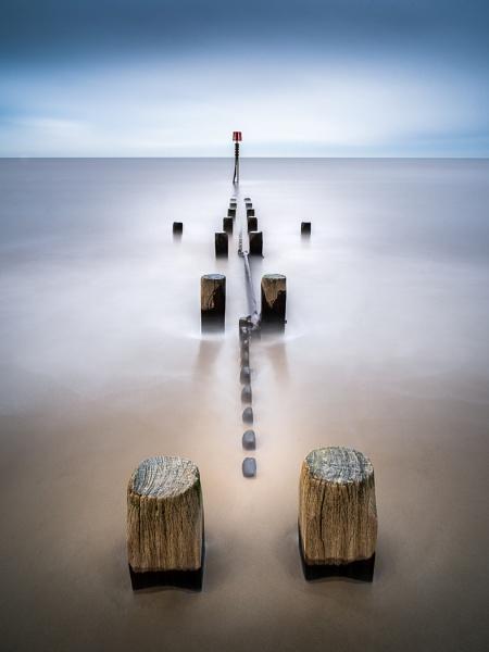 Cart Gap groyne at mid tide. by barrywebb