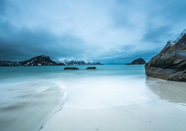 Mood for a beach by Ingymon