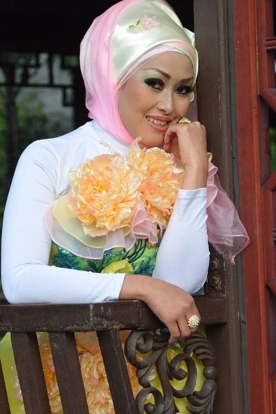 woman by hoyingbun